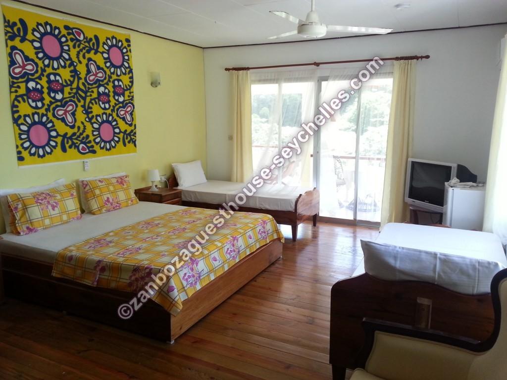 Yellow room B&B Zanboza Guesthouse